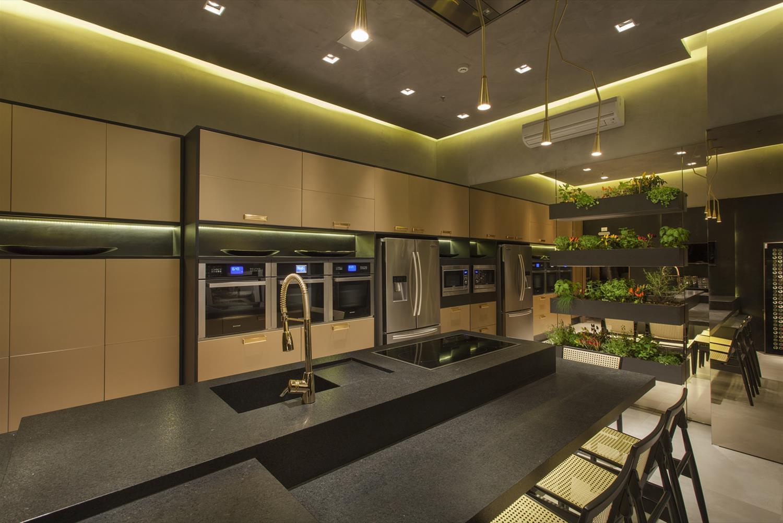 interior design para o projeto Cozinha Luxo e Brilho era criar um  #A39128 1500 1001